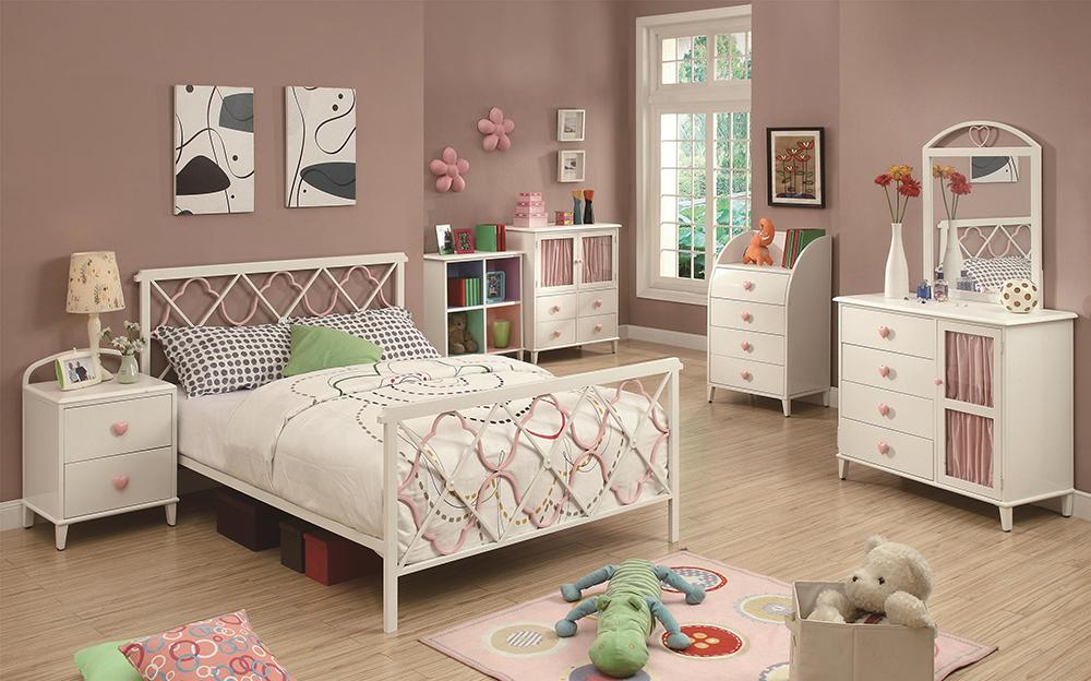 Juliette Full Bed W Metal Headboard Footboard Pink Quatrefoil Motifs